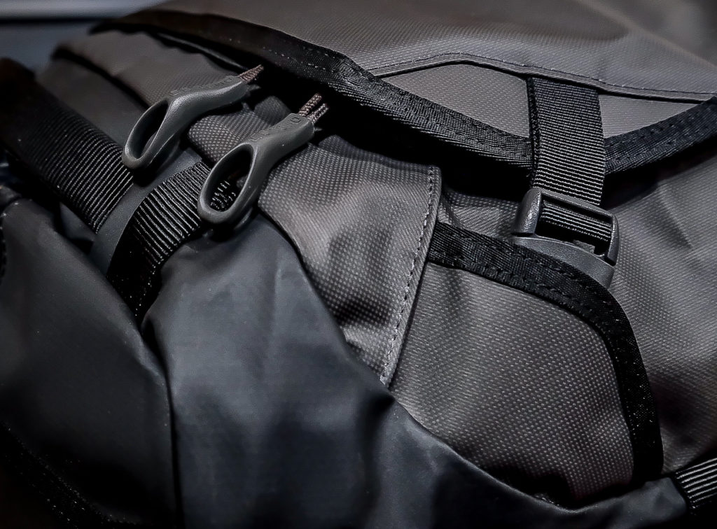 Rugged features of the Osprey Transporter Wheeled Duffel.