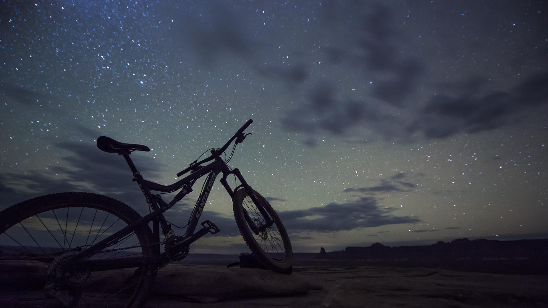 mountain bike starry nightscape